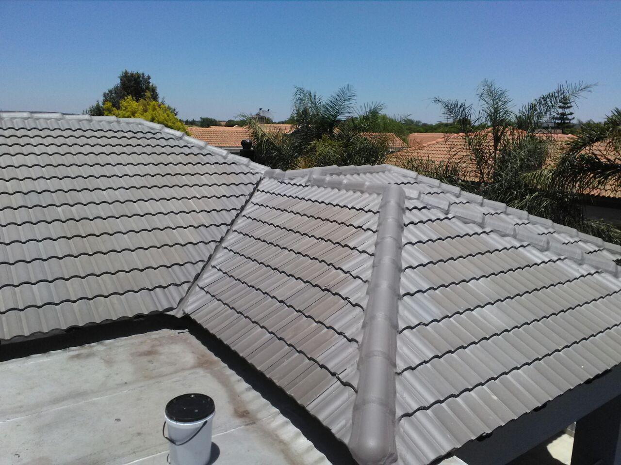 Waterproofing of tile roof valleys and hips